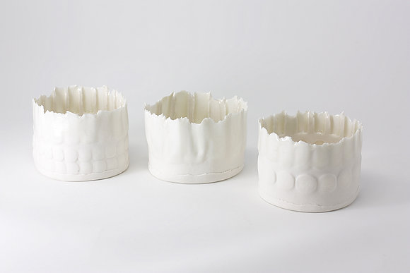 3x mini porcelain vessels