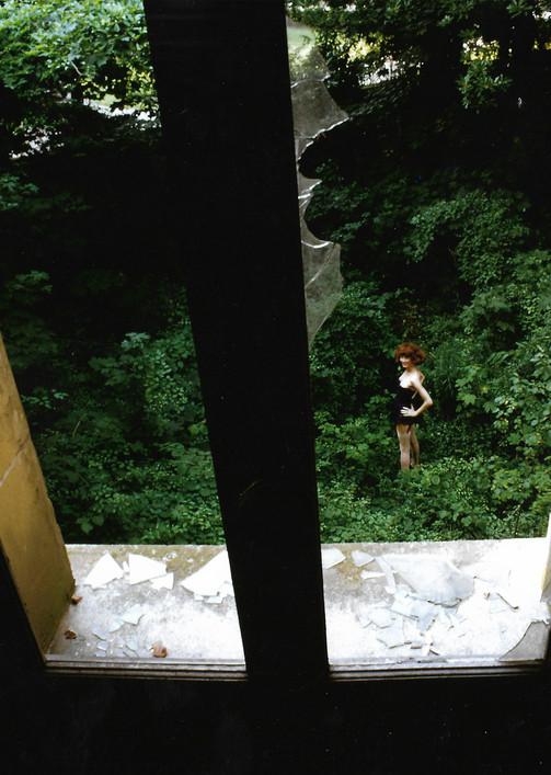 HD.73-Domi por la ventana.jpg