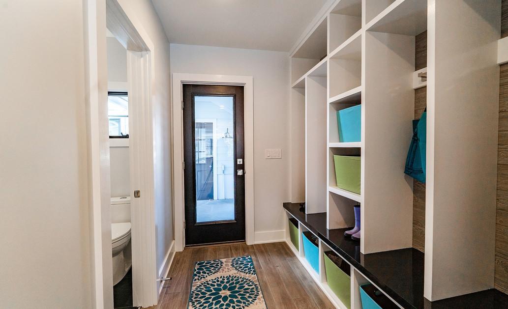 Hallway_1800x1200_2953878.jpg