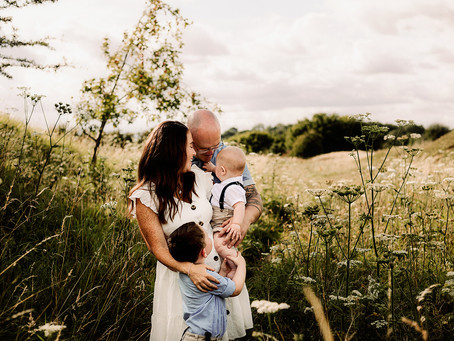 Relaxed family photo session in Oxfordshire with the Bridges Family