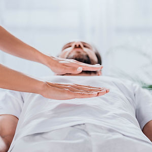 reiki-GettyImages-1146122726-square.jpg