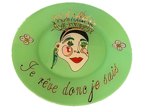 """je rêve donc de suis"" Green handmade plate by the designer Sara Melki ."