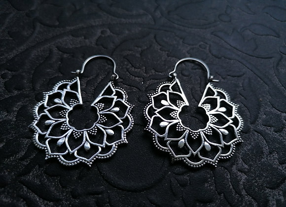 Boucles d'oreilles laiton plaqué argent mandala floral