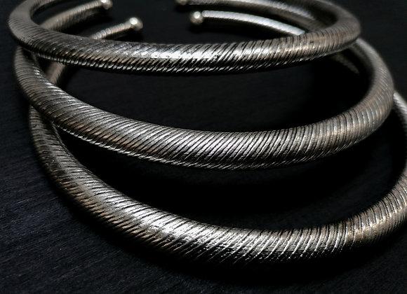 Collier torque simple argenté vrillé
