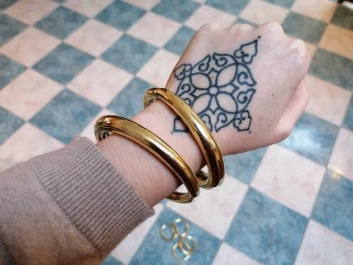 2 en 1 Paires de bracelets ou boucles passes plugs dorées