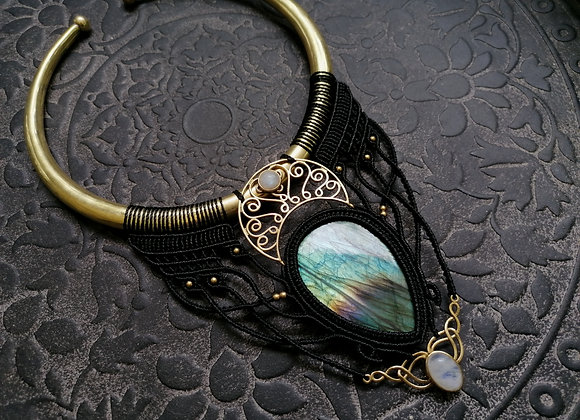 Grand collier torque noir lune et labradorite