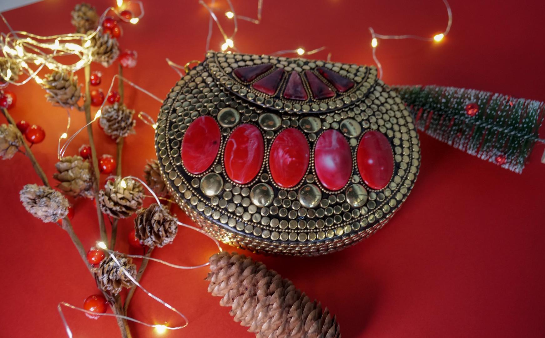 Christmas Essential Saahiba