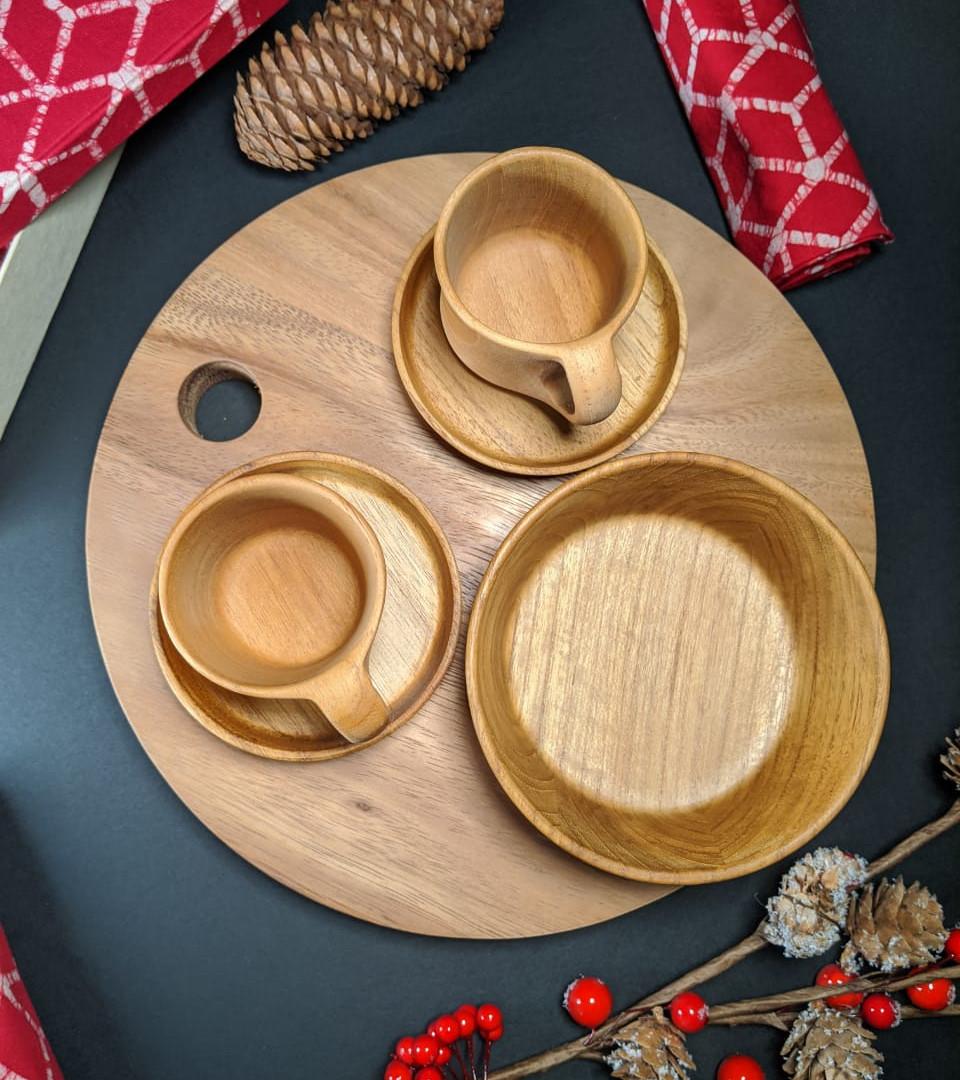 Christmas Chopping Board, Teak Bowl & Set of 2 Mugs with Trays