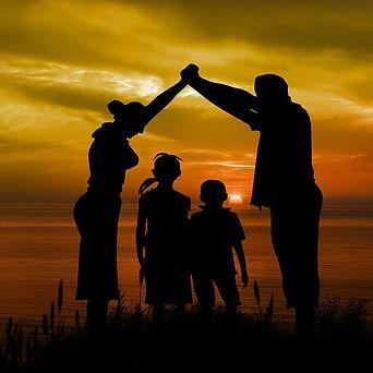 family-1466262_1280_edited.jpg