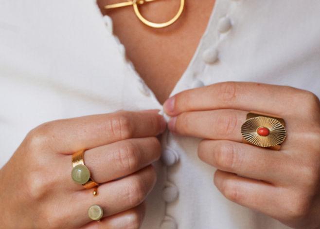 Ma boîte à bijoux propose une box bijoux faits à la main dans un atelier parisien.