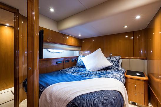 Top Gun_starboard_guest_stateroom_2.jpg