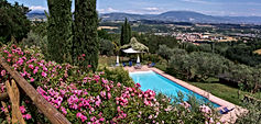 Agriturismo con splendida piscina panoramica con vista Assisi
