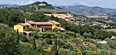 Agriturismo bed & breakfast in Perugia, Umbria with splendid panoramic swimming pool with views of Assisi