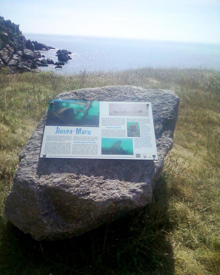 Il s'agit d'un panneau informatif sur les épaves sous-marines à l'ile d'Yeu