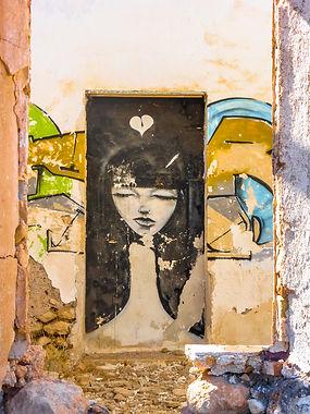 mujer pared2.jpg