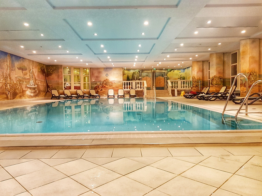 Swimming pool in Riessersee hotel