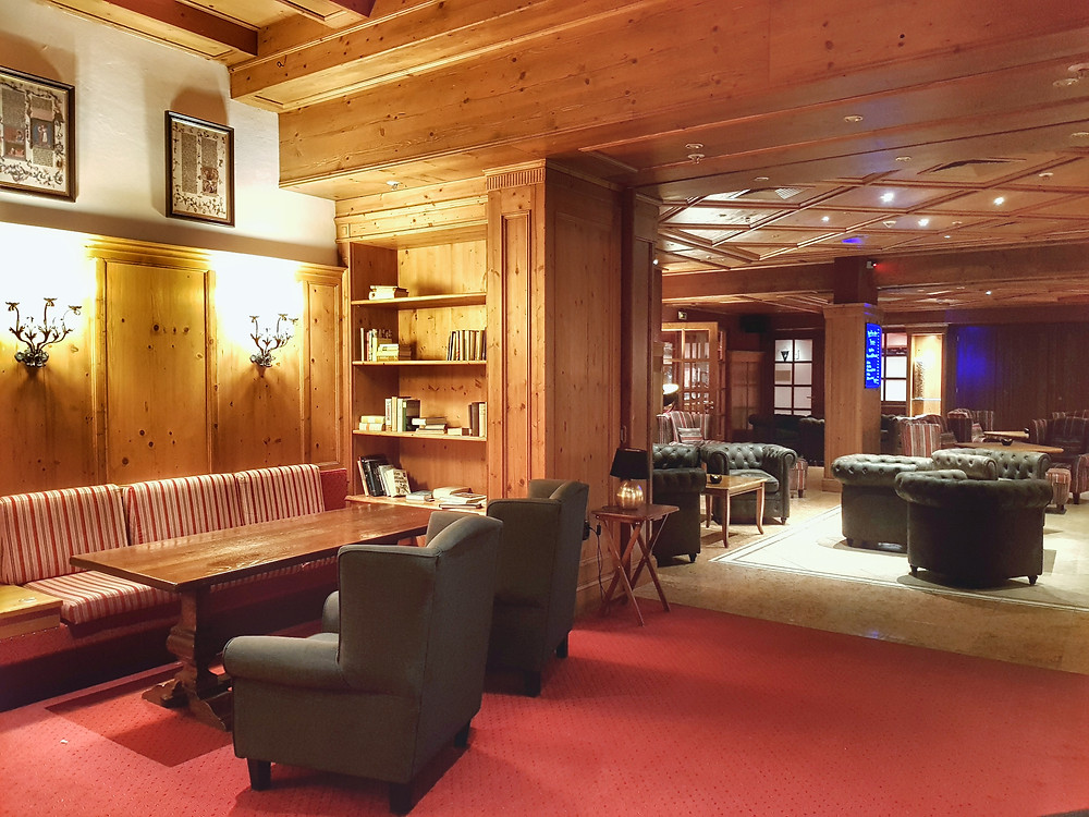 Lobby with bar in Riessersee hotel