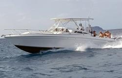 Boat-Making-Waves-In-British-Virgin-Isla