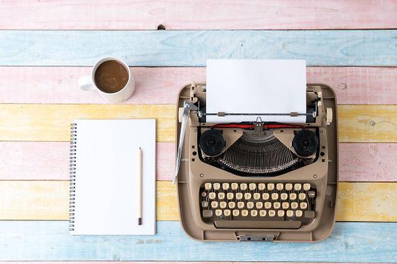top-view-retro-style-typewriter_117856-1