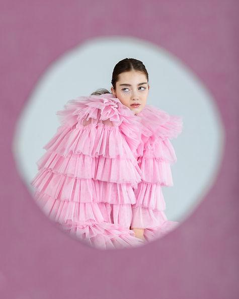 mujer rosa agujero