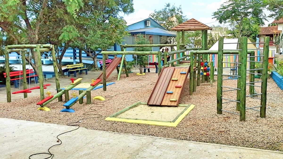 Playground Rústico Para Escolas