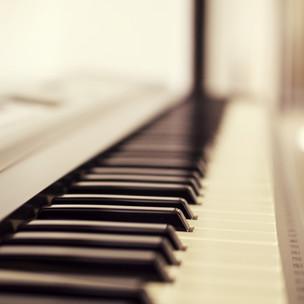 macro-photo-of-piano-keys-191240.jpg