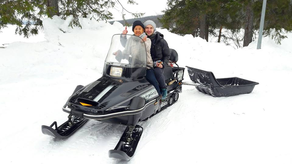 Snowmobile safari1