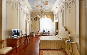 NIC-room-gallery-suite-768x490.jpg