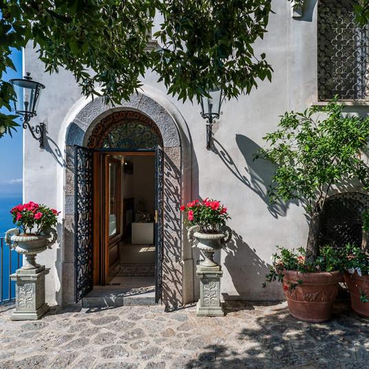 Villa Rondinaia (32) Main entrance.jpg