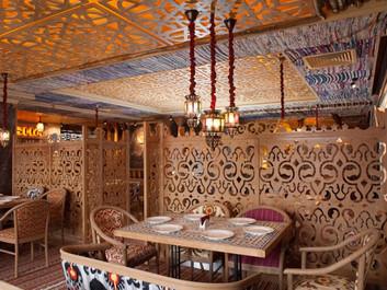 Резные перегородки в ресторане: декор на границе эстетики и практичности