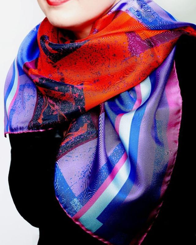Clash of the Titans #colourclash #colourpop #silkaccessories #luxurybrands #luxuryscarves #wearingir
