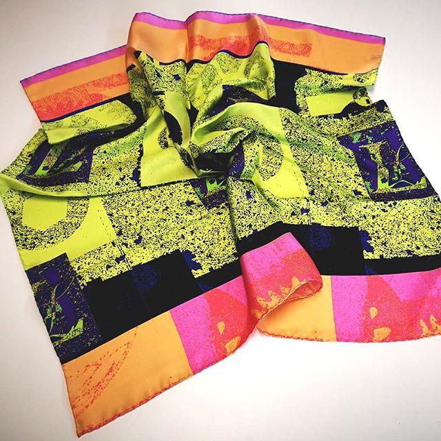 Lavine signature print scarf, wheel works print, in yellow, pink colour clash❤_Sneak peak, more to c