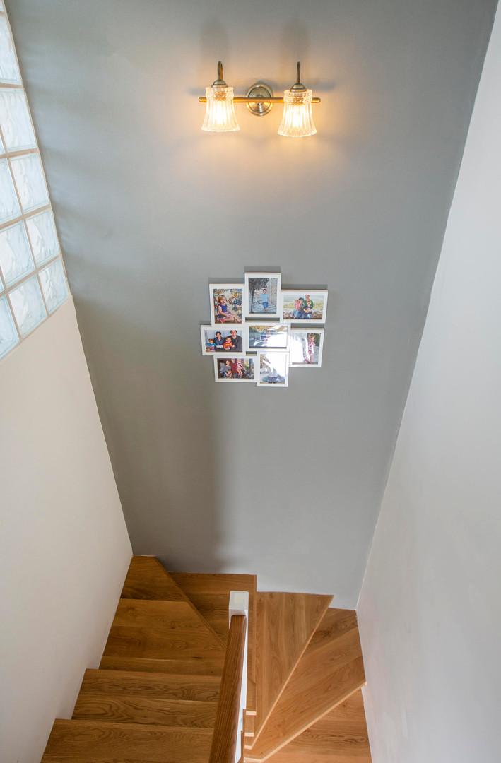 מדרגות מעץ אלון מבוקע