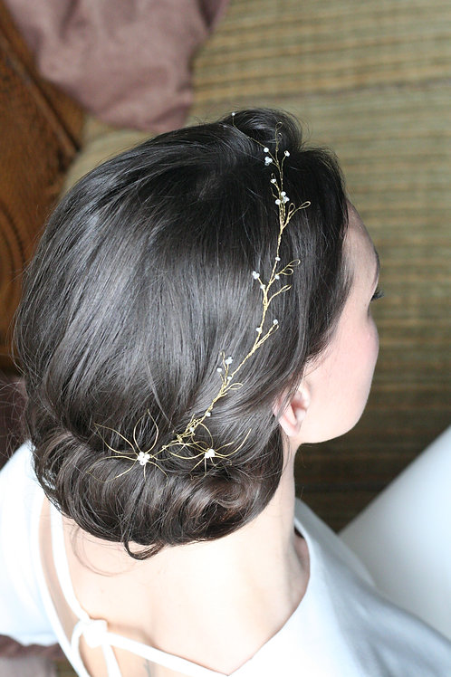 Kopfschmuck aus Golddraht mit Glasperlen