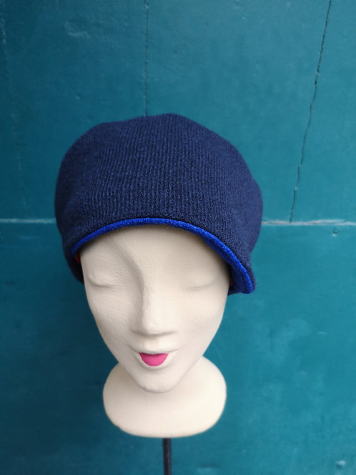Mütze aus dunkelblauem Wollstoff mit blauem Detail