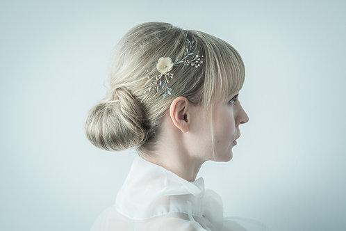 Kopfschmuck aus Silberdraht mit blaugrauen Lack Blättern, Perlen, Seidenblüte