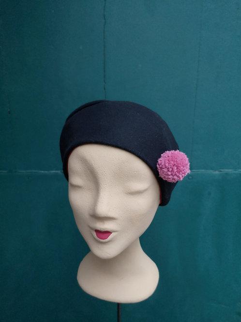Mütze aus schwarzem Wollstoff mit roséfarbenem Pompom