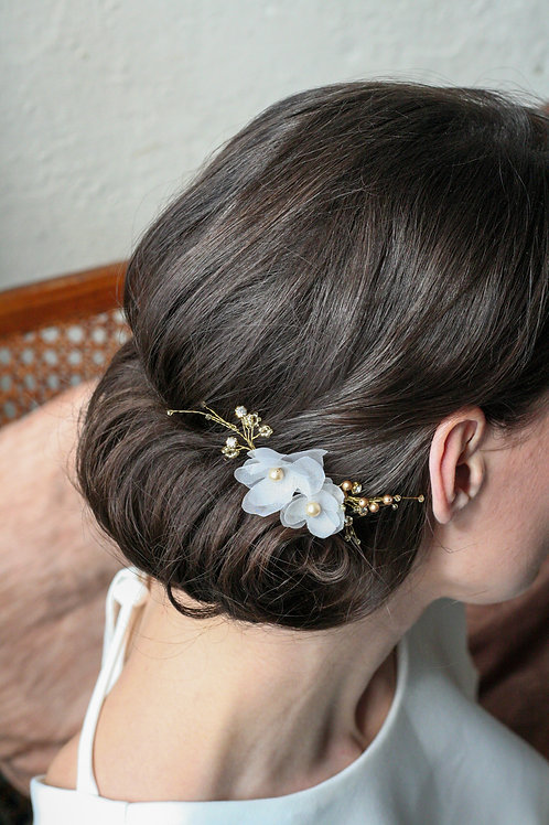 Kopfschmuck mit 2  Blüten und Perlen