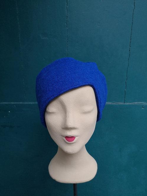 Mütze aus blauem Wollstoff, asymmetrisch