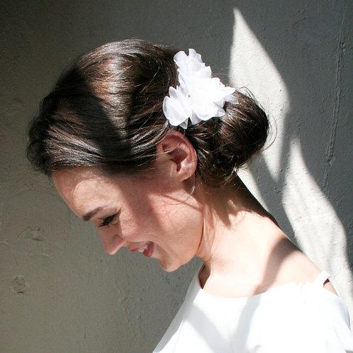 Kopfschmuck aus Seide mit Glasperlen verziert