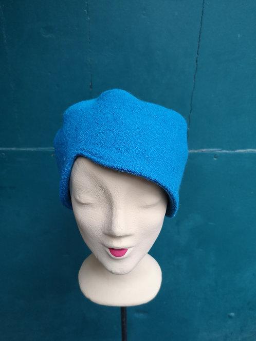 Türkise Mütze aus Wollstoff, asymmetrisch