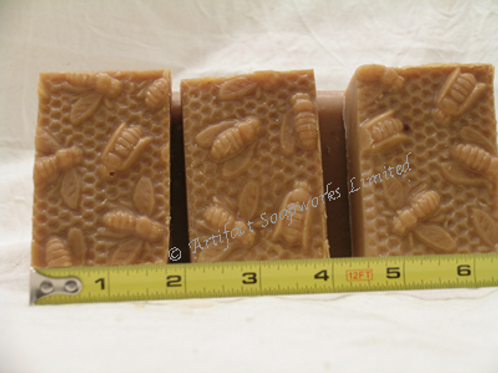 Honey Oatmeal Honeycomb Soap (One bar)