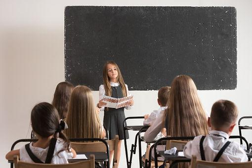 ninos-escuela-aula-leccion_155003-7544.j