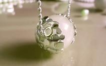 'Ri-ka' pendant in silver with rose quartz. Designed in 2017
