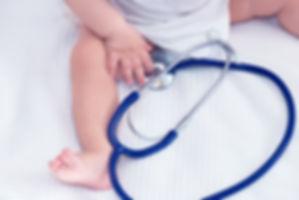 Bebê com estetoscópio