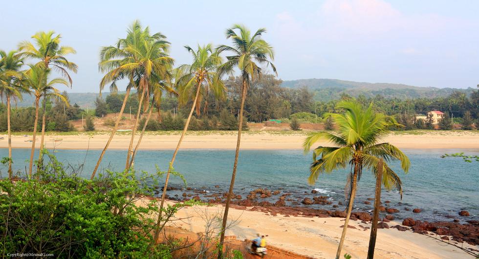 Taramumbari beach road from the nearby hill top