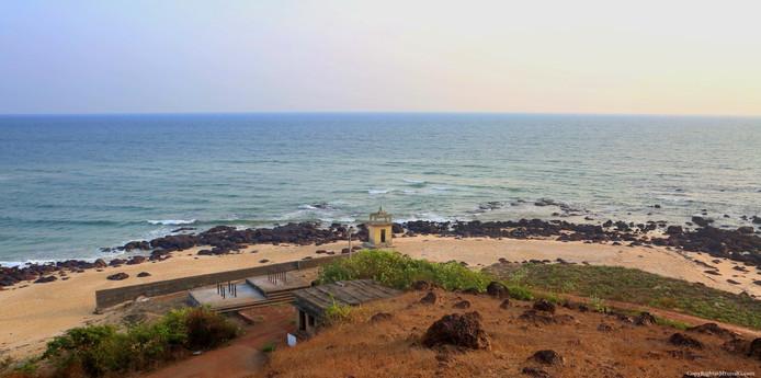 Road from Taramumbari beach to its next small beach.