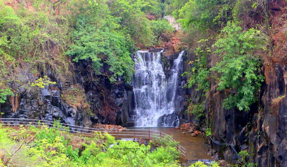 7.9 Nhavankond waterfall near Tale bajar on route to Tembvali