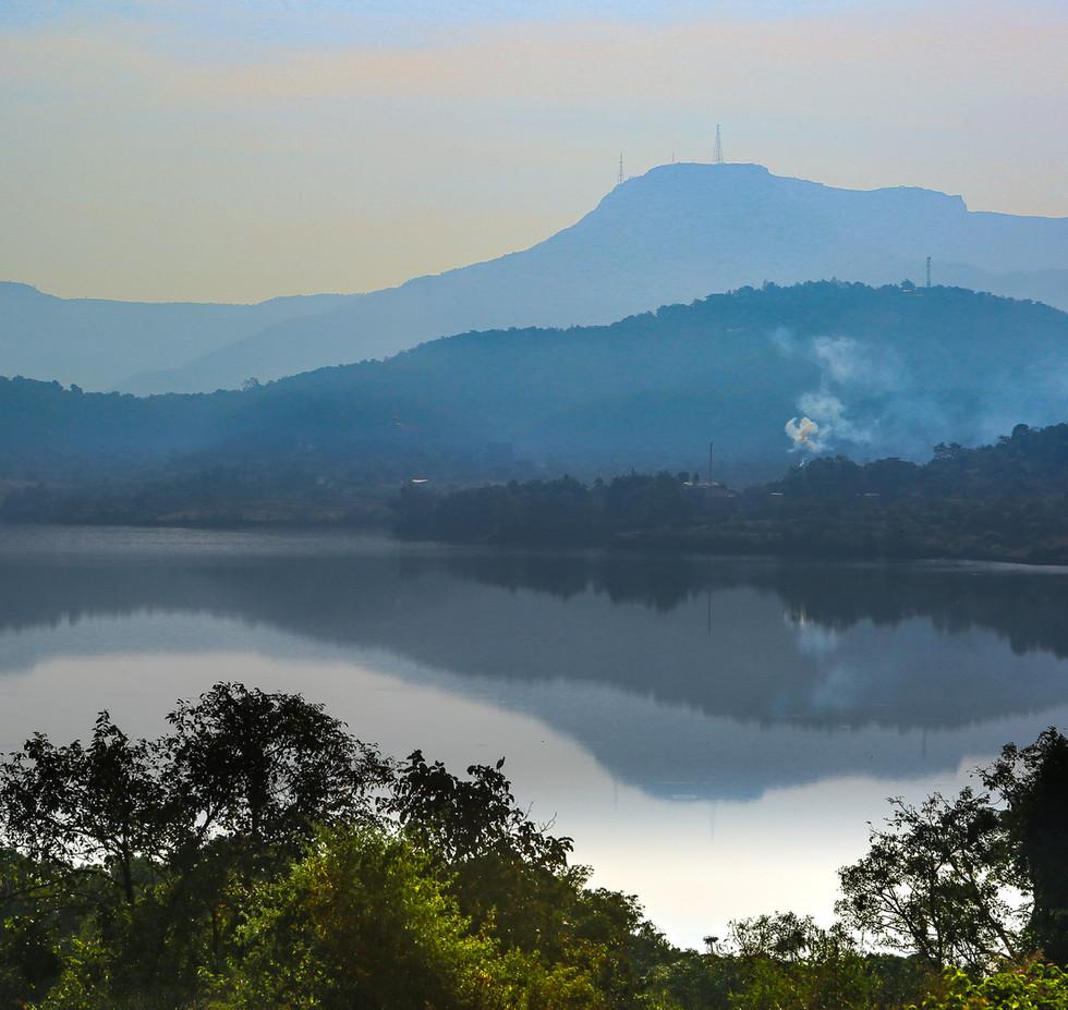 The majestic Sahyadri fort with the Khadkawasla lake