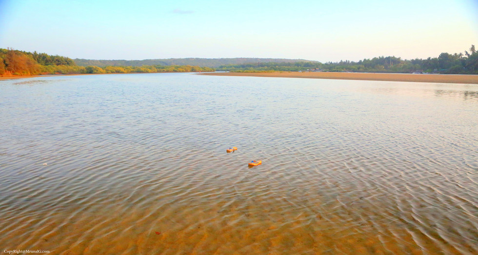 7.12 Low tide water on sand in Taramumbri